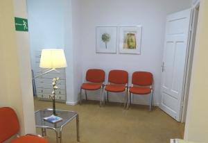 Wartezimmer der Naturheilpraxis Baklayan in München